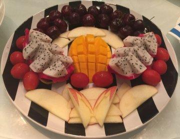 0 0 0 时令水果盘:大份的水果拼盘看上去造型超美的,里面有火龙果图片